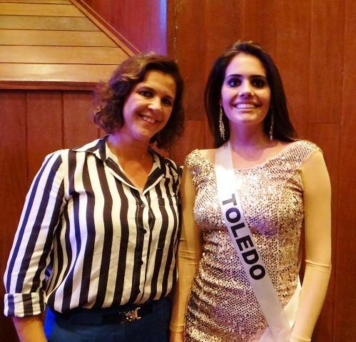 A coordenadora do Miss Toledo, Cristina Oliveira e Thaísa Veiga, representando a cidade no Miss Paraná 2013.